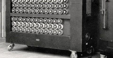 ^ Alan Turings dator, exempel på dator utan internet